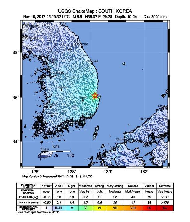 Hvězdička označuje polohu epicentra zemětřesení v Pohangu roku 2017, USGS [Public domain].