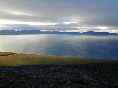 Jezero Elgygytgyn v létě (foto Petr Tichomirov)