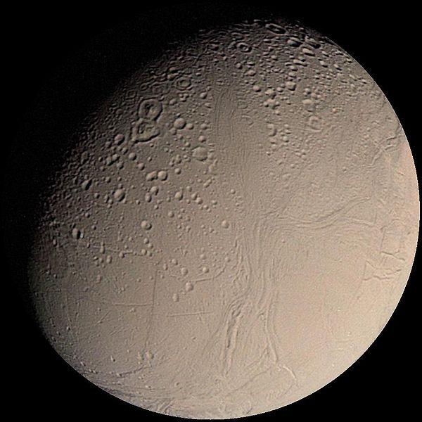 Saturnův měsíc Enceladus (foto NASA)