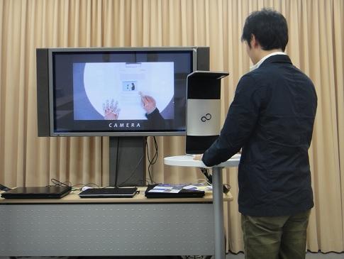 Práce s Fingerlink Interaction System, foto Fujitsu.