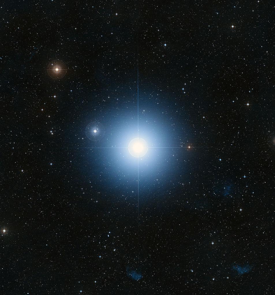 Hvězda Fomalhaut neboli arabsky tlama ryby září 15 x jasněji než Slunce, foto Davide De Martin/Public domain, https://commons.wikimedia.org/wiki/File:Heic0821f.jpg.