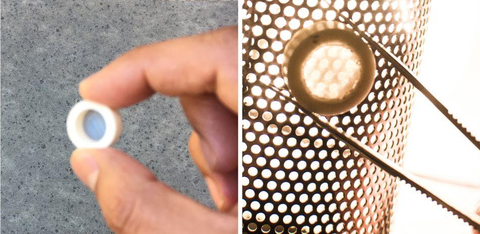 Proof of concept - laserem přivařená průhledná keramická ploška na keramický prstenec, foto Garay lab/UC San Diego Jacobs School of Engineering.