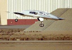 Start bezpilotního letounu X45-A z Edwardsovy základny v Kalifornii při jednom z prvních vzletů vůbec.