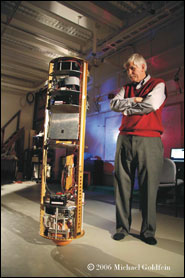 ballbot a jeho tvůrce prof. Ralph Hollis