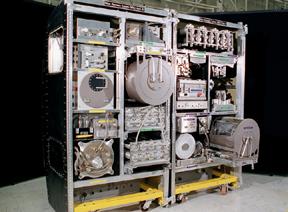 Environmental Control and Life Support System (ECLSS) určený pro Mezinárodní kosmickou stanici. Zařízení použité v Iráku je jedním ze sedmi podsystému tohoto zařízení (foto NASA).