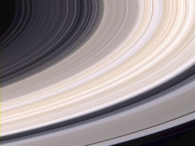 Saturnovy prstence na snímku sondy Cassini