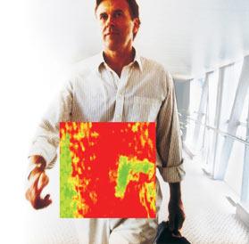 Terahetzové záření spolehlivě zobrazí zbraň ukrytou pod oděvem, aniž by člověka vystavovalo nebezpečnějšímu rentgenovému záření, foto ThruVision, Ltd.