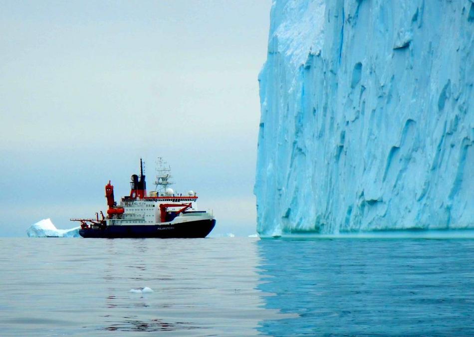 Výzkumný německý ledoborec RV Polarstern u Pine Island Glacier, foto J.P. Klages, Alfred-Wegener Institut.